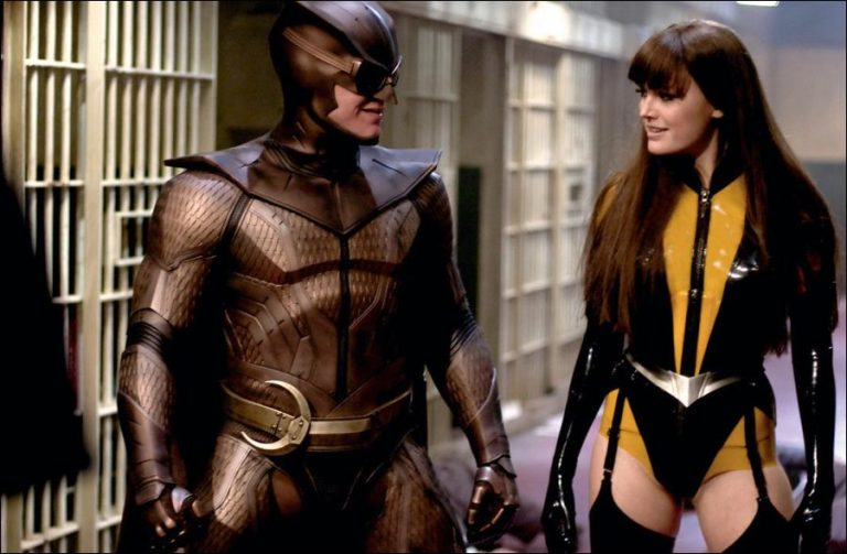 who the heroes in watchmen Rorshach the comedian dr manhattan silk spectre nite owl ozymandias who watches the watchmen at this point, who doesn't it's sold over a million copies and is the first thing people mention when talking comics-for-adults.